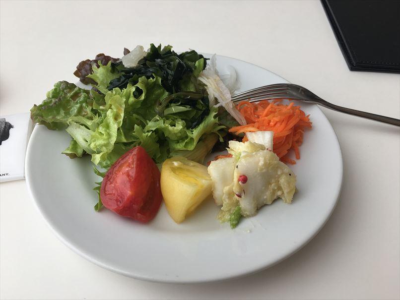 ニコエのフルーツトマト、新玉ねぎ、海藻