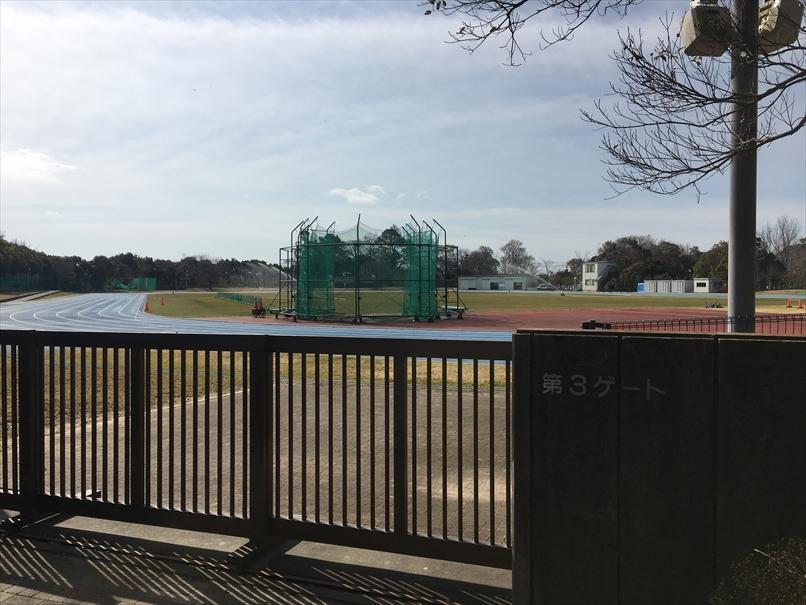 かぶと塚公園の陸上競技場