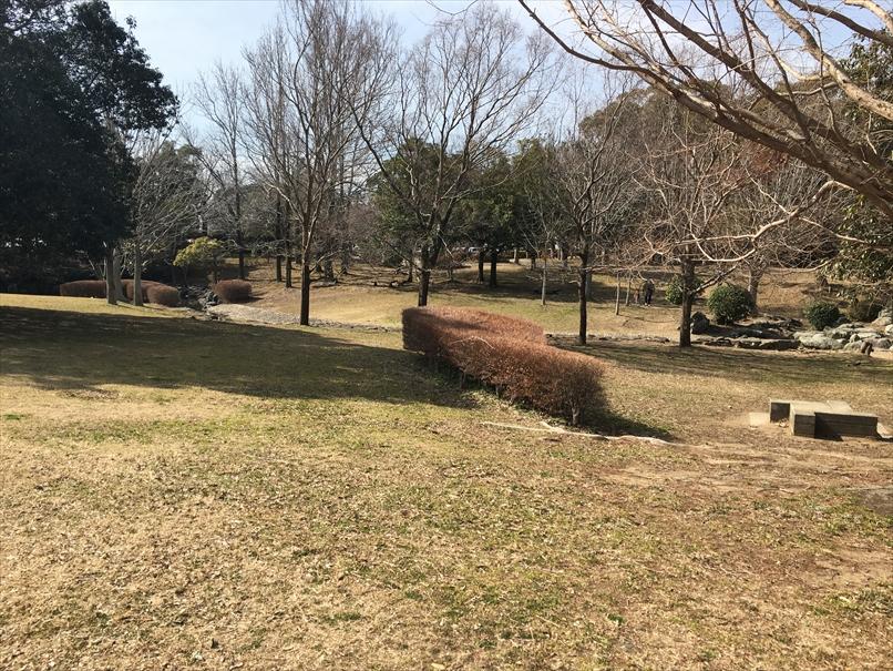 かぶと塚公園の広場