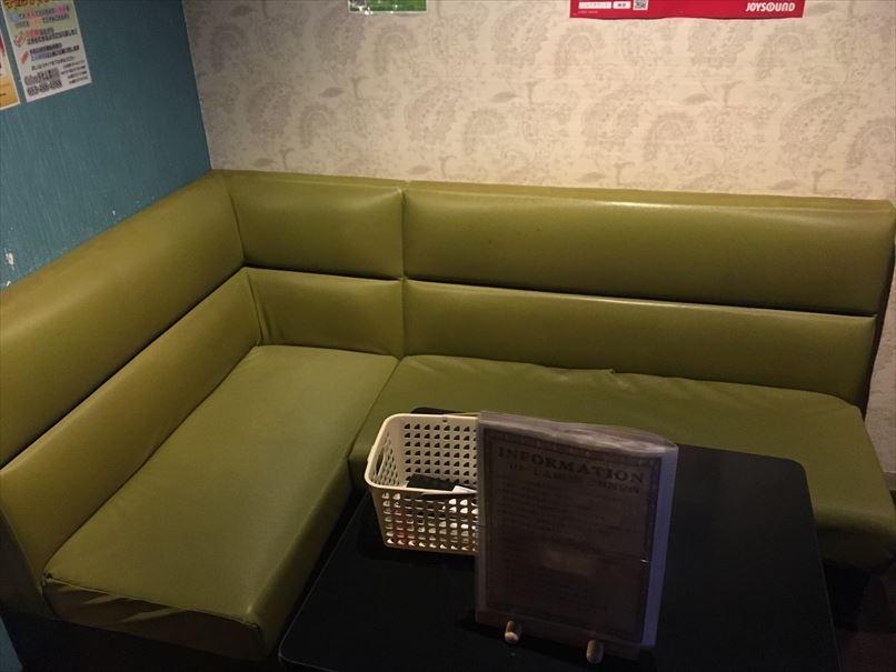 コローレ志都呂店カラオケの部屋