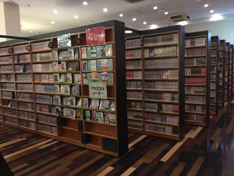 コローレ志都呂店漫画コーナー