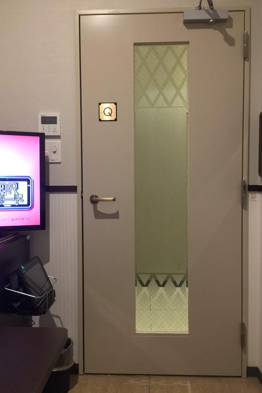 快活クラブ掛川店のカラオケ部屋のドア