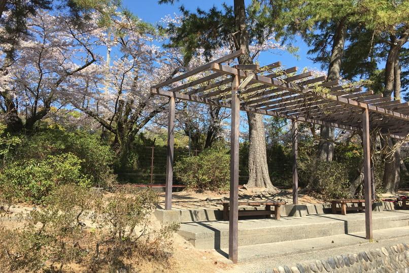 四ツ池公園の補助競技場ベンチ