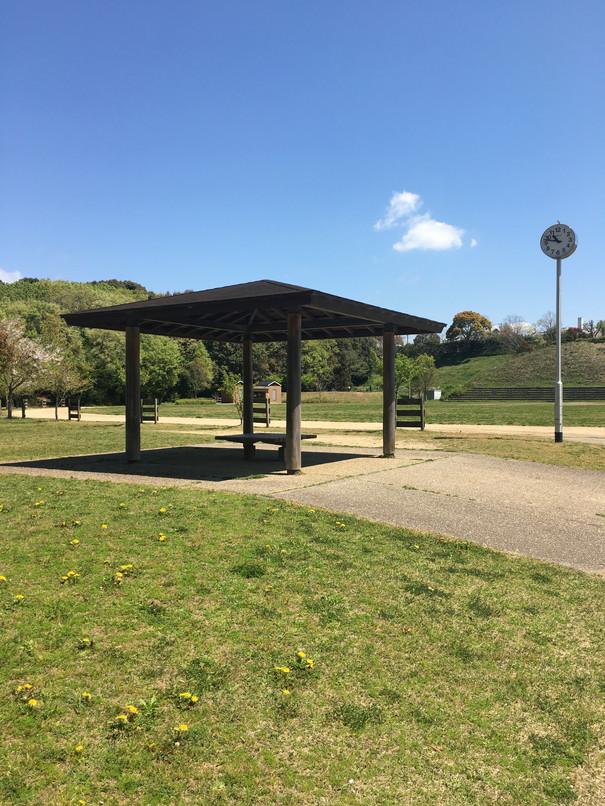 都田総合公園の多目的広場の休憩所