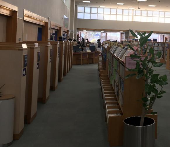 磐田市立図書館のブース席