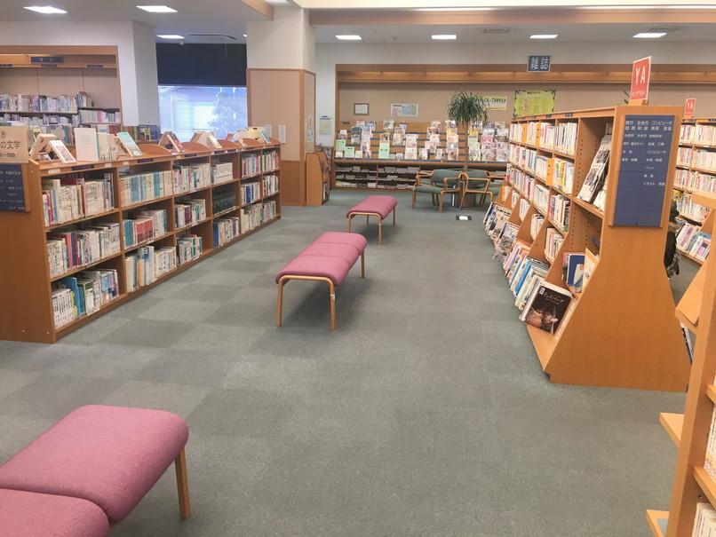 磐田市立図書館の椅子