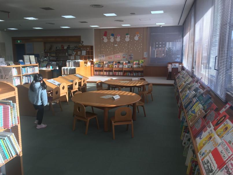 磐田市立図書館の児童コーナー