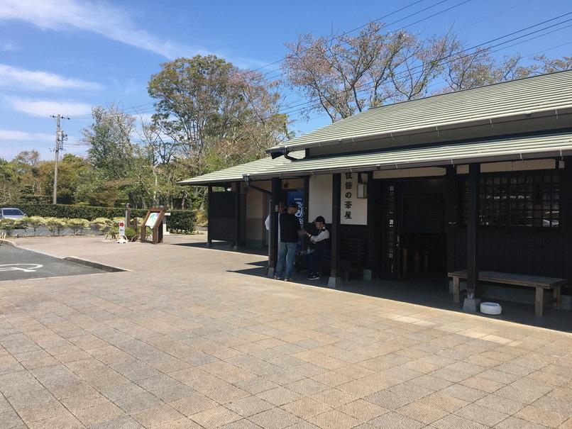 万葉の森公園駐車場のトイレ休憩所