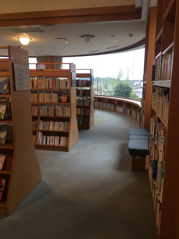 引佐図書館の館内の様子