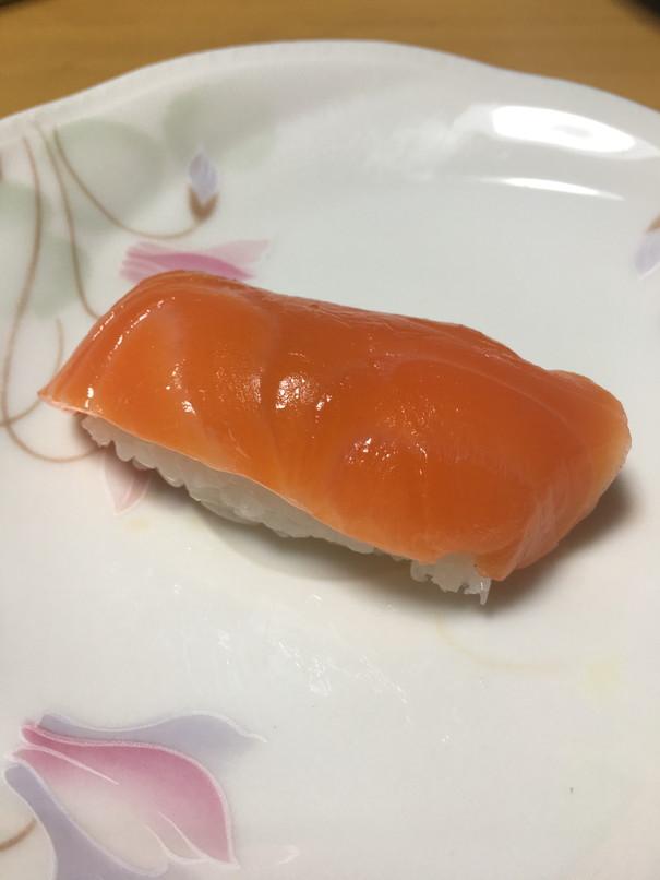すし富味のサーモン