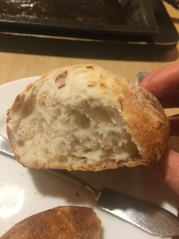 炭焼きレストランさわやかのライ麦パン断面