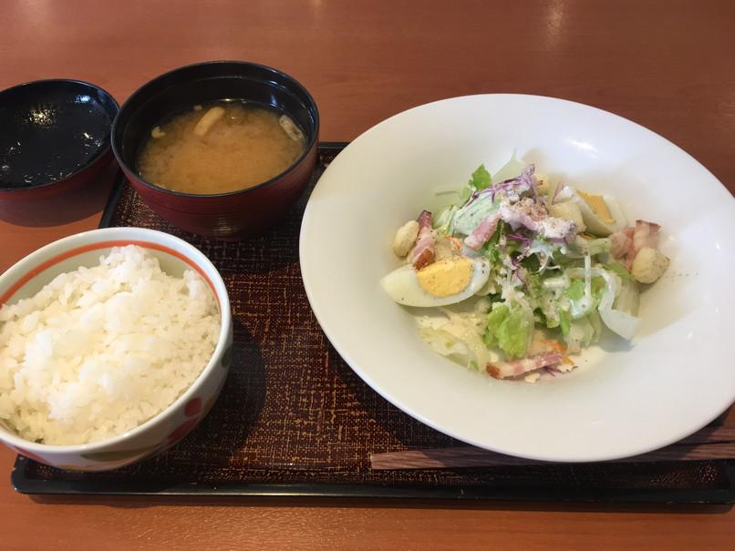 デニーズのセレクトモーニング(ご飯と味噌汁とサラダ)