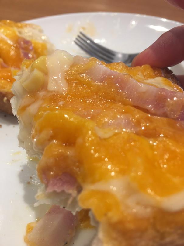 たっぷりチーズベーコントースト断面