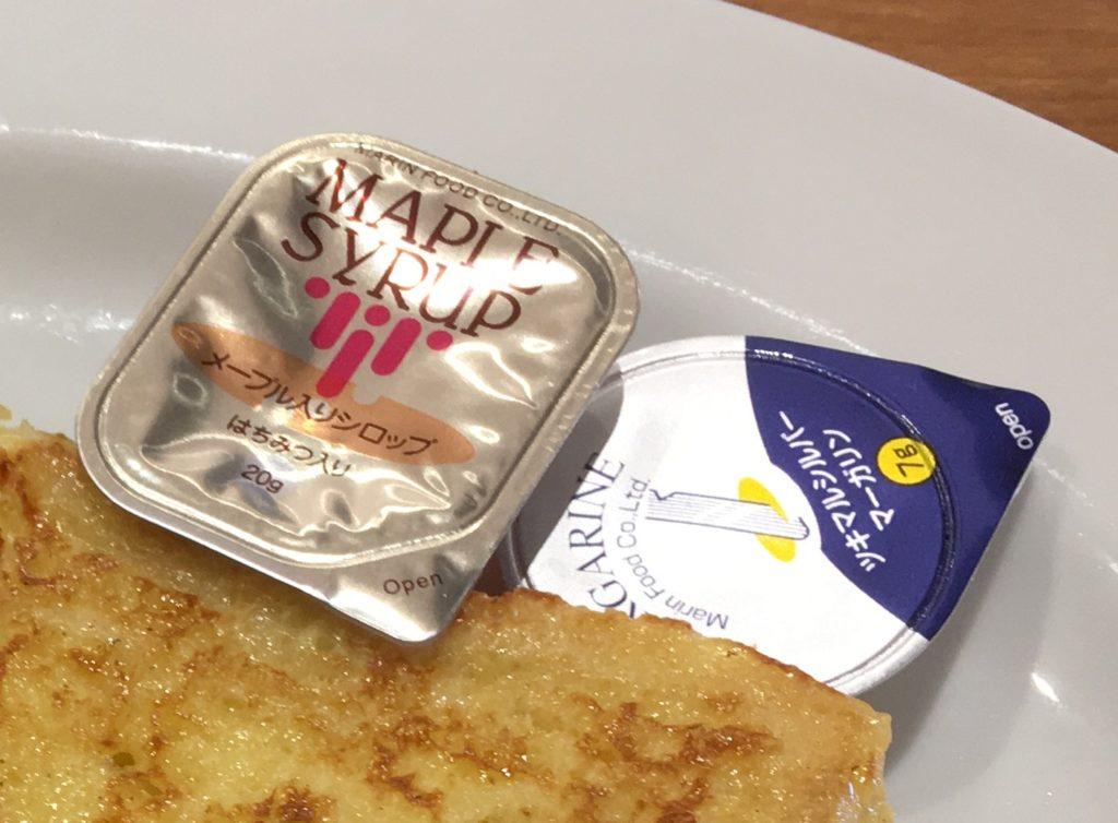 ビッグボーイのフレンチトーストのマーガリンとシロップ
