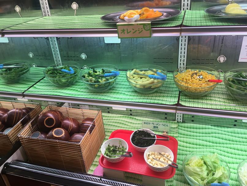 すたみな太郎の野菜・フルーツコーナー