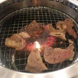 すたみな太郎の肉を焼いているところ